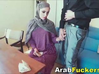 Arab punca išče za delo ukanjen v fukanje