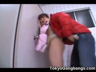 Asiatiskapojke virgin körd av en pervert!