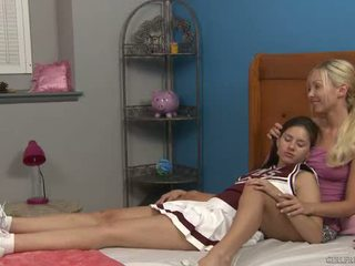Shyla jennings و aaliyah الحب في cheer camp