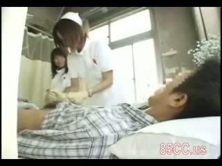 Teruk jururawat gives seks perkhidmatan kepada doktor