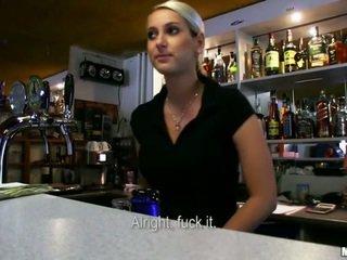 हॉट bartender lenka ड्रिल्ड के लिए मनी