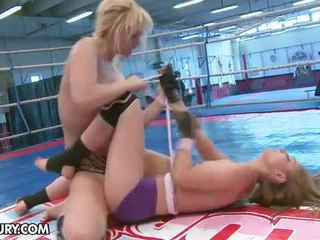 What ay ito disco puke doing sa loob ang nudefightclub arena.