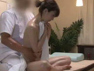 Spycam reluctant teengirl seduced oleh masseur
