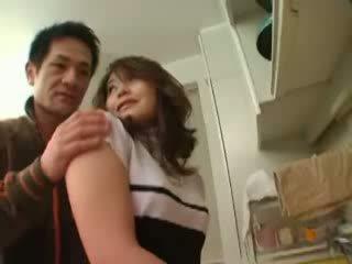 Ιαπωνικό μητέρα που θα ήθελα να γαμήσω χουφτωμένος/η σε κουζίνα βίντεο