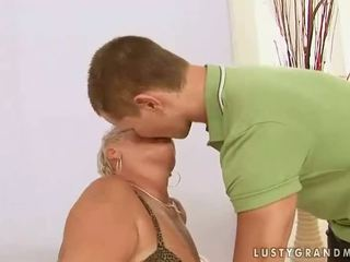 Debeli babica enjoys seks s a fant