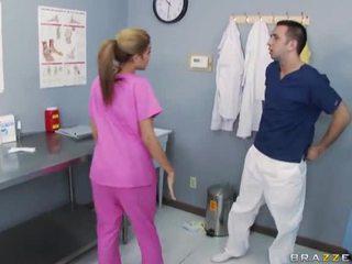 巨乳 護士 他媽的 同 她的 醫生