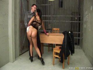 Jasmine nero gives pompino a poliziotto e gets culo scopata