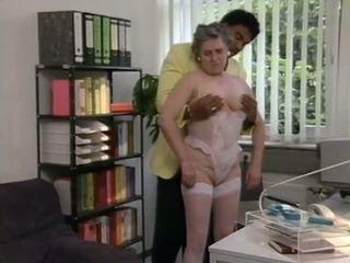 Saksa granny gets aitama pärit mustanahaline täkk, porno 6e
