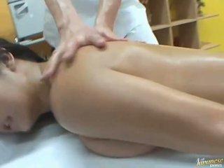 Змащена олією азіатська satomi suzuki likes група публічний секс