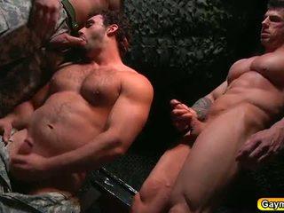 Bunker anal fick gay dreier
