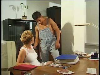 金發 媽媽我喜歡操 秘書 cock-hungry & dripping 濕 在 工作