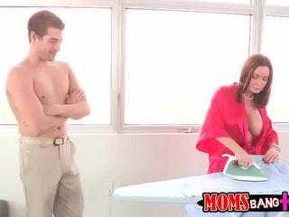 Abby przyłapani jej macocha pieprzenie jej bf