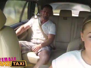 Femalefaketaxi ογκώδης βυζιά cabbie wants καβλί επί ο πίσω κάθισμα βίντεο