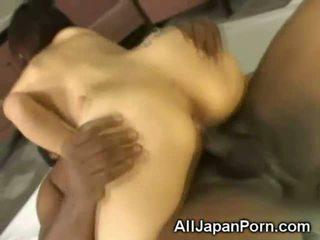 Giapponese creampied da un nero!