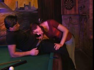 Alexandra yull baise sur un billard