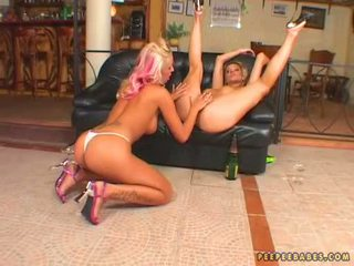 Lovely babeh adriana russo toying her girlfriends entuk with her filthy fingers