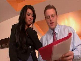 Sexy sekretárka banged podľa the šéf