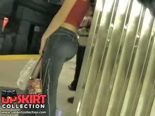 我 左 我的 隱 工作 在 該 underground 和 抓 這 可愛 女孩 在 緊 牛仔褲