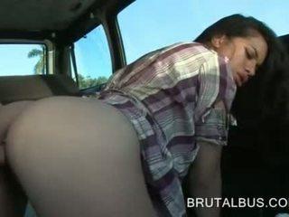 เซ็กซี่ สมัครเล่น และ เธอ เป็นครั้งแรก ฮาร์ดคอร์ รถบัส ประสบการณ์