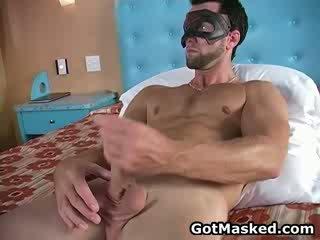 Hunky gay dude stripping e masturbação 11 por gotmasked
