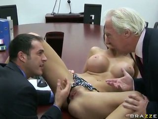 Big titted ewropaly dolls aletta ocean screws her chief in the ofis