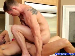 Muscle jock pounding masikip puwit before cumming