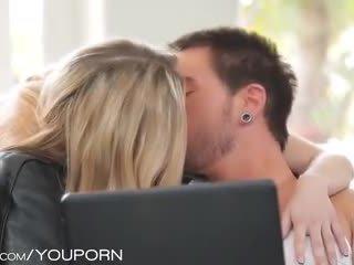 тийнейджъри, целуване