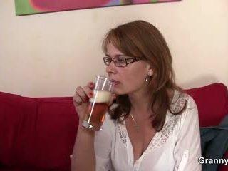 Drunken anyu gets neki pina képzett