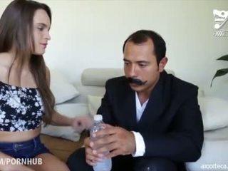 tits, morena, jovem