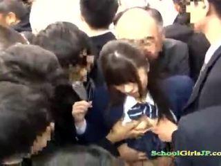 Asiática aluna gets dela rosto quadrilha banged em um autocarro