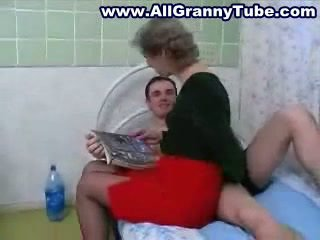 Bunicuta și grandson futand