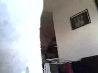 03-cfnm segarsi con africano casa cleaner