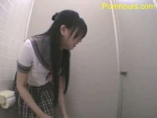 Azjatyckie student pieprzenie w publiczne toaleta
