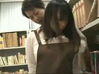 Hanblivé dievča nahmatané a used v a bookstore