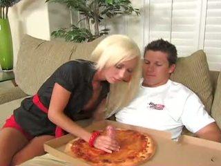 Szerencsés pizza guy fucks - lichelle marie