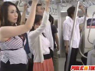 Японська av модель sucks хуй в автобус оргія