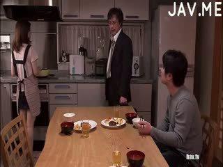 ブルネット, 日本の, 尻