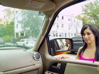 Mandy fills su passenger lado coño
