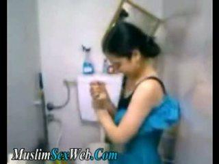Egjiptiane gf fingered në tualet