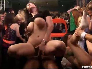 Skupina seks divje patty pri noč klub