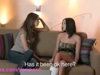 Lesbea hd roommate has virgin lesbisch sex mit erfahren bff