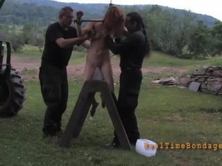 Tying lart beauty për loony torturë