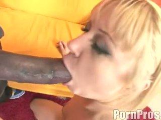Dorado haired wench aaralyn barra receives su boca ripped por un monstruo polla
