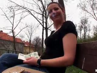 Tjeckiska flicka iveta flashes och offentlig fan