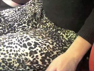 Traviesa flashing female kacie james exposing chest abierto aire y exhibitionist amor being wondrous en público