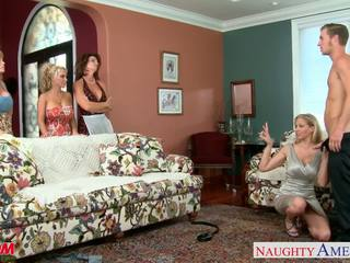 Moms darla crane, deauxma, holly halston och julia ann shari