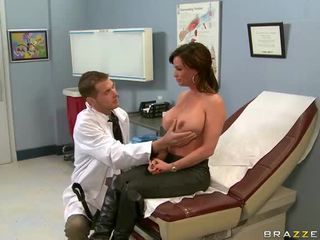 Diamond Foxxx Is A Nasty Patient