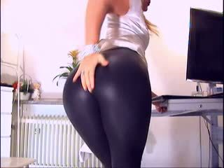 Blond in leggings