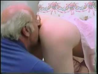 Vieux homme has une agréable ado sur son bite