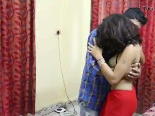 Desi milf's payudara fondled benar-benar keras oleh salesman ## hindi seksi pendek film